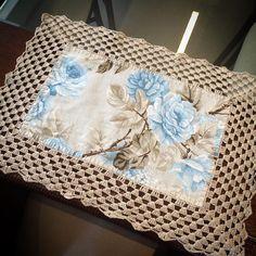 No automatic alt text available. Free Crochet Doily Patterns, Crochet Diy, Crochet Home Decor, Crochet Doilies, Crochet Projects, Sewing Projects, Frozen Crochet, Crochet Kitchen, Bunny Crafts
