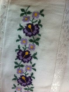 Cross Stitch Bookmarks, Cross Stitch Art, Cross Stitch Patterns, Palestinian Embroidery, Hand Embroidery, Diy And Crafts, Mosaic, Lily, Tapestry
