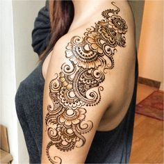 Fun, creative, rebellious, many people love getting tattoos and use them as a platform for self-expression. Tattoos can be satisfying both physically while looking at them and mentally when you con… Mehendi, Henna Mehndi, Henna Art, Hand Henna, Shoulder Henna, Flower Tattoo Shoulder, Shoulder Tattoos, Mehndi Art Designs, Henna Tattoo Designs
