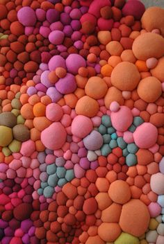 Fabric Balls for mosaics. Obras 2015 - Serena Garcia Dalla Venezia / Chilean artist creates stunning textile art from small handmade fabric balls that she then groups together. Textile Design, Textile Art, Instalation Art, Fabric Balls, Textile Sculpture, Textiles, Colorful Artwork, Fabric Manipulation, Fabric Art