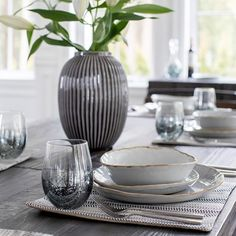 Plate your meals home-cooked to gourmet offerings or takeout to perfection with modern dinnerware that complements every flavour of design. Save 25% off dining accents and foliage until April 22nd to bring style to the table.