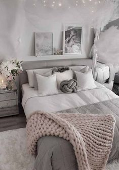 20 Inspiration Small Bedroom Design Ideas how to decorate sm. 20 Inspiration Small Bedroom Design Ideas how to decorate small apartment, smal Modern Master Bedroom, Small Room Bedroom, Room Ideas Bedroom, Cozy Bedroom, Master Bedrooms, Teenage Bedrooms, Contemporary Bedroom, Budget Bedroom, Girl Bedrooms