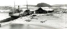 """To bilder fra """"Slippen"""" på vestsiden av Revet først i 1920-åra."""