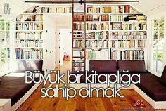 Büyük  bir kitaplığa sahip olmak.