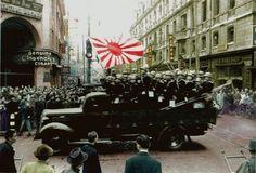 昭和16年12月8日に撮影された、上海共同租界接収のため南京路に向かう海軍陸戦隊