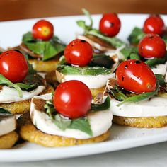 Polenta Caprese Bites- These were a big hit at my cocktail party! Easy, delicious, and they look fancy. (Used triscuts, couldn't find Polenta) Appetizers For Party, Appetizer Recipes, Party Recipes, Holiday Recipes, Fingers Food, Do It Yourself Food, Food Porn, Polenta Recipes, Tasty