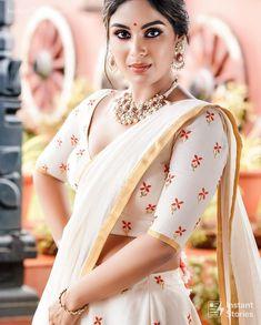 Samyuktha Menon Latest Hot Photosshoot for pranaah in Kerala Saree Lehenga Choli, Sari, Kerala Saree, White Saree, Saree Navel, Saree Photoshoot, Latest Sarees, Most Beautiful Indian Actress, Beauty Full Girl