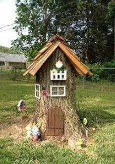 What a cute tree stump. Now I wish I had a tree stump in my yard. What a cute tree stump. Now I wish I had a tree stump in my yard. Garden Crafts, Garden Projects, Garden Art, Garden Design, Garden Kids, Diy Garden, Garden Landscaping, Garden Steps, Landscaping Design