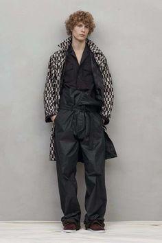 See the complete Bottega Veneta Spring 2017 Menswear collection.