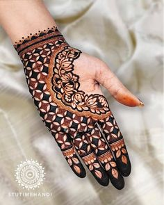 Kashee's Mehndi Designs, Modern Henna Designs, Henna Tattoo Designs Simple, Latest Bridal Mehndi Designs, Full Hand Mehndi Designs, Stylish Mehndi Designs, Mehndi Designs For Girls, Mehndi Design Photos, Wedding Mehndi Designs