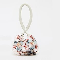 f8d09265b 25 unusual and gorgeous accessories to update your wedding wardrobe