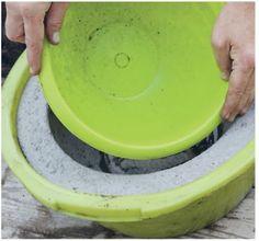 Un grand pot rond en béton pour mon jardin   Prima Selon la taille du pot, il faudra deux ou trois jours pour que le béton prenne. Enlevez alors doucement les deux moules.