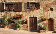 Fachada de casa em Certaldo, Toscana - Itália