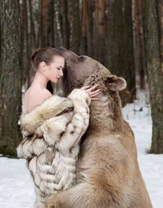 Chùm ảnh 'bỏng mắt' của người mẫu Nga với gấu giữa rừng vắng | soha.vn