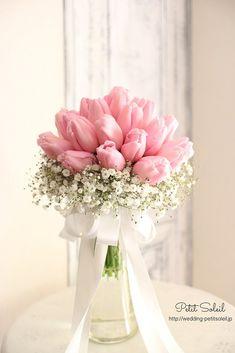 クラッチブーケ、ラウンドブーケ、キャスケードブーケ、ティアドロップブーケ、その他様々なブーケデザインをご紹介致します。 Tulip Bouquet, Flower Bouquet Wedding, Luxury Flowers, Beautiful Flowers, Pink Tulips, Pink Flowers, Flower Decorations, Wedding Decorations, Tulip Wedding