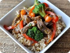 This orange beef and veggie stir fry is awesome. Stir fry is where it's at when you need a quick, simple, delicious and healthful weeknight meal! Stir Fry Recipes, Beef Recipes, Real Food Recipes, Healthy Recipes, Healthy Food, Quick Recipes, Yummy Food, Tasty, Healthy Dinners