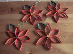 Decorazioni per l'albero: Stelle di Natale in cartone riciclato (dai rotoli di carta igienica)