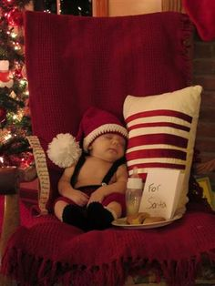 Love this for a December baby! Love this for a December baby! Monthly Baby Photos, Newborn Baby Photos, Newborn Christmas Pictures, Christmas Baby, Christmas Pics, Xmas, Cutest Baby Contest, Baby Boy Pictures, Foto Baby