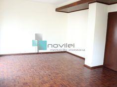 Apartamento T3, junto ao centro da cidade de Leiria, zona bem servida de transportes e pronto a habitar. 2º andar com elevador, hall de entrada, sala c/ varanda, cozinha com despensa, hall dos quartos c/ roupeiro, 3 quartos c/ chão em parquet, casa de banho c/ janela. Aceitamos proposta. Para Venda! Ref: 1928.  #apartamento #novilei #imoveis #imobiliaria #t3 #venda #leiria #realestate