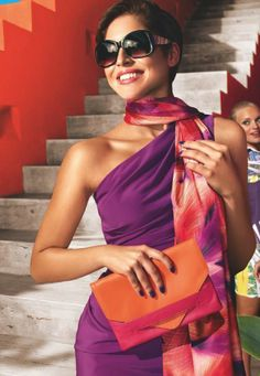 CATÁLOGO 8 2015  //  #carteira #wallet #orange #fashion #moda #oriflame #sonhar #summer #verao #spring #echarpe