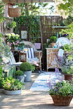 10 Imaginative Tips: Backyard Garden Decor Tips rustic backyard garden ideas.Backyard Garden On A Budget Patio Makeover. Outdoor Rooms, Outdoor Gardens, Outdoor Living, Outdoor Patios, Modern Gardens, Outdoor Kitchens, Small Gardens, Indoor Outdoor, Shabby Chic Patio