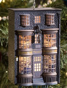 20 Must-Have Bookish Ornaments for Your Literary Christmas Tree Harry Potter Places, Harry Potter Diagon Alley, Harry Potter Ornaments, Harry Potter Christmas Tree, Harry Potter Dolls, Harry Potter Decor, Book Crafts, Hobbies And Crafts, Diy Dollhouse