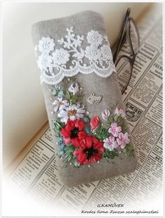 Cushion Embroidery, Embroidery Purse, Silk Ribbon Embroidery, Hand Embroidery Patterns, Cross Stitch Embroidery, Cross Stitch Patterns, Embroidery Designs, Acrylic Painting Inspiration, Small Sewing Projects