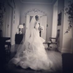 Bruden der venter på gommen. #brud #bride #bryllup #romance #bride2be #bridezilla #brylluptips #bridesjournal #bryllupsbilleder #bryllupsfotograf #bridalphotography #bryllupsfotografer #bryllupsfotografering #wedding #weddingday #weddingpic #weddingdress #weddingideas #weddingstuff #weddingstyle #weddingtheme #weddingdreams #weddinginspiration #weddingphotography #weddingphotographer #instawed #instawedding