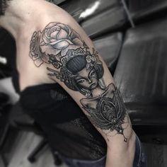 ink, tatuaje, tattoo, tatuaggio, tatuaggio geisha, geisha tattoo, japan, giappone, rose, roses, linework tattoo, mandala tattoo, tatuaggio mandala, details, dettagli, lotus flower, fiore di loto, mandala lotus, fiore di loto tatuaggio, fiore di loto mandala, arm tattoo, tattooed girl, tatuaggio braccio, tattoo by edwin basha