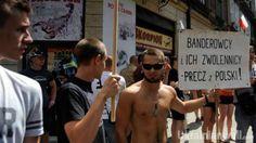 """Скандал в Перемышле: нападающим на украинском процессию грозит тюрьма http://ukrainianwall.com/ukraine/skandal-v-peremyshle-napadayushhim-na-ukrainskom-processiyu-grozit-tyurma/  В польском Перемышле полиция задержала более 20 человек, которые причастны к нападению на украинскую процессию греко-католиков и православных. Полиция уже предъявила им обвинения, сообщает """"Польское радио"""". Пресс-секретарь полиции, подкомиссар Богуслава"""