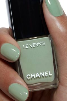 Want some ideas for wedding nail polish designs? This article is a collection of our favorite nail polish designs for your special day. Nail Polish Designs, Nail Polish Colors, Nail Designs, Green Nail Polish, Chanel Nail Polish, Chanel Nails, Cute Nails, Pretty Nails, Hair And Nails