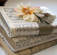 Bastelideen Easy to make romantic sheet music decoration projects - DIY Vintage Decor Ideas Wedding Sheet Music Crafts, Sheet Music Art, Vintage Sheet Music, Vintage Sheets, Music Sheets, Music Paper, Old Book Crafts, Paper Crafts, Diy Crafts