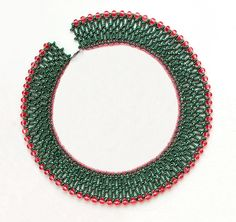 Free pattern for necklace Sue with twin seed beads Click on link to get pattern - http://beadsmagic.com/?p=4599