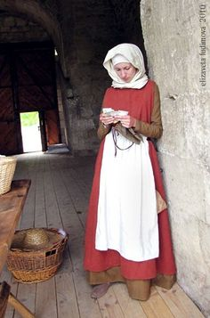 English peasant woman costume XIV c. by Luttrell Psalter Medieval european costume. Created by Liza Fudim (Russia), 2010.: