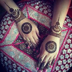 Beautiful mahendi design for hand