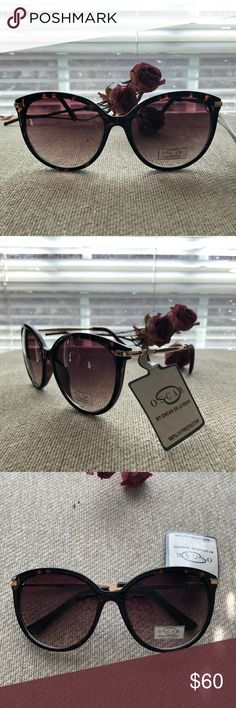 NWT Oscar de la Renta Sunglasses 🕶 💎😎💎 Style: Wayfarer Model #: 1283 Color: Brown Tortoise  We package and ship all items with love ❤️  Guaranteed shipping within a day 🚴🏼‍♀️ Bundle 2 or more listings for a 15% discount 🤑 Any questions? Send a comment and we'll get back to you 🤝 Oscar de la Renta Accessories Sunglasses