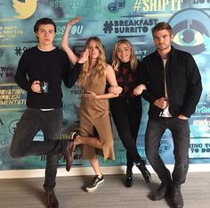 The 5th Wave cast having some fun