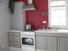 peindre-des-meubles-de-cuisine-peinture-couleur-grise-credence-couleur-rouge