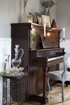 beautiful piano and vintage sherry decanter set