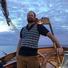 pattern :: Voe Vest by Mary Jane Mucklestone on Ravelry yarn :: Nash Island TIDE by Starcroft