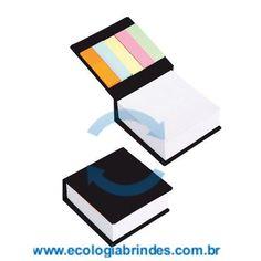 Bloco Papel Reciclado eco 034 P. Bloco de Anotações Preto, com capa dura em papel reciclado e 5 cores autocolantes. Contém: 250 folhas; Dimensões do Bloco: 9 x 9 x 3 cm; Gravação: Incluso 01 cor na parte superior do Bloco. Cores adicionais, favor consultar.