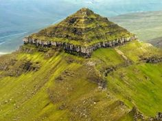Faroe Islands Pyramid Not much is known about this pyramid shaped mountain called Kirvi. Beautiful Nature Pictures, Beautiful World, Pichu, Visit Faroe Islands, Mountain Pictures, Ancient Mysteries, The Mountains Are Calling, Lofoten, Antarctica