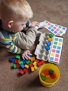 Montessori from egg boxes Montessori Activities, Preschool Learning, Infant Activities, Preschool Activities, Kids Learning, Learning Colors, Teaching Math, Toddler Play, Toddler Learning