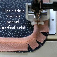 Deze tutorial lijst de beste tips op voor het naaien met paspel. Hoe krijg je een perfect resultaat? Hoe maak je zelf paspel? Hoe naai je de hoeken? Welke naadwaarde gebruik je? Moet je je stof in schuindraad knippen? Enzovoort.