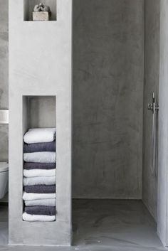 7 Amazing Bathroom Design Ideas (That Will Trend In For the past year the bathroom design ideas were dominated by All-white bathroom, black and white retro tiles and seamless shower room Wet Rooms, All White Bathroom, White Bathrooms, Colorful Bathroom, Small Bathrooms, Bathroom Colors, Concrete Bathroom, Concrete Shower, Towel Storage