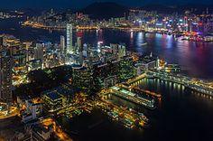 Вид на бухту Виктория[en] с 100-го этажа Международного коммерческого центра