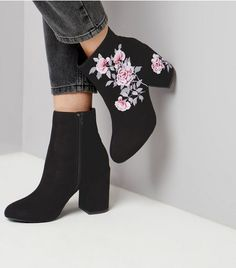 Women Boots Square Toe Work Boots Rihanna Belted Thigh High Boots Cute Outfits To Wear With Cowboy Boots Mens Jeans And Boots Outfit Fancy Shoes, Crazy Shoes, Cute Shoes, Belt Thigh High Boots, Fashion Heels, Fashion Outfits, Heeled Boots, Shoe Boots, Dream Shoes