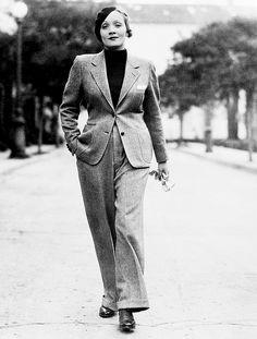 Marlene Dietrich on Hollywood Street, January 25, 1933. (x)