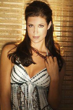 Sarah lancaster hot pics