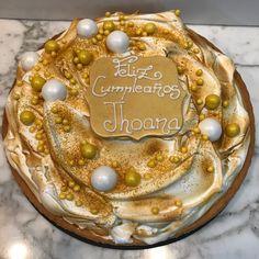 Lemon pie con decoración dorada. Birthday Cake, Cupcakes, Desserts, Food, Fondant Cakes, Lolly Cake, Homemade Recipe, Candy Stations, Homemade